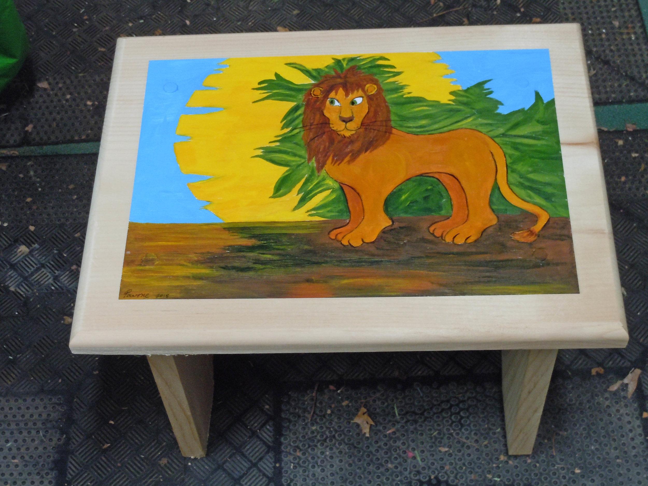 Lion-stool-3.jpg