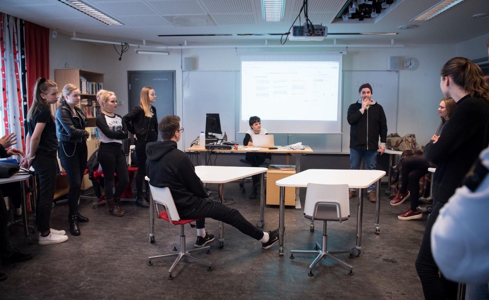 2.3.2019  Normkritik på skolschemat – inte längre duktiga flickor och bråkiga pojkar (HBL)