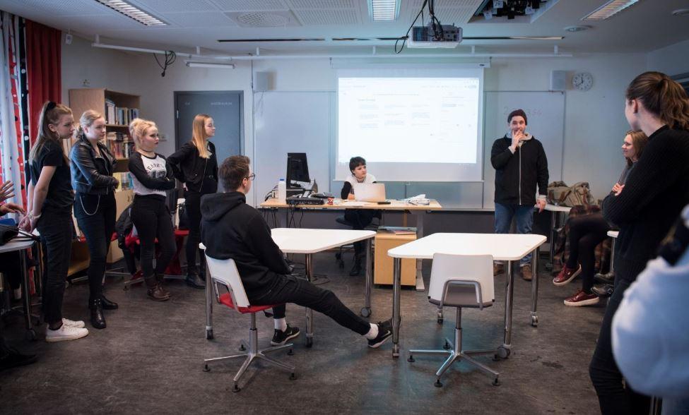 Normkritik på skolschemat – inte längre duktiga flickor och bråkiga pojkar  (HBL, 2.3.2019)