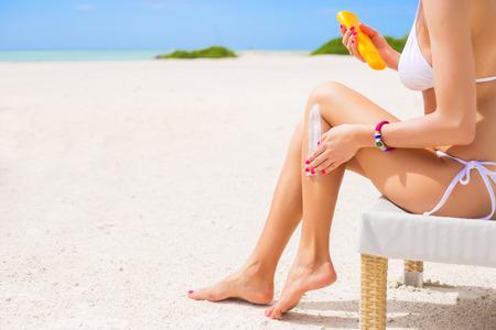 80900425_sunscreen_beach_woman_leg_foot_lotion_sun_protection.jpg