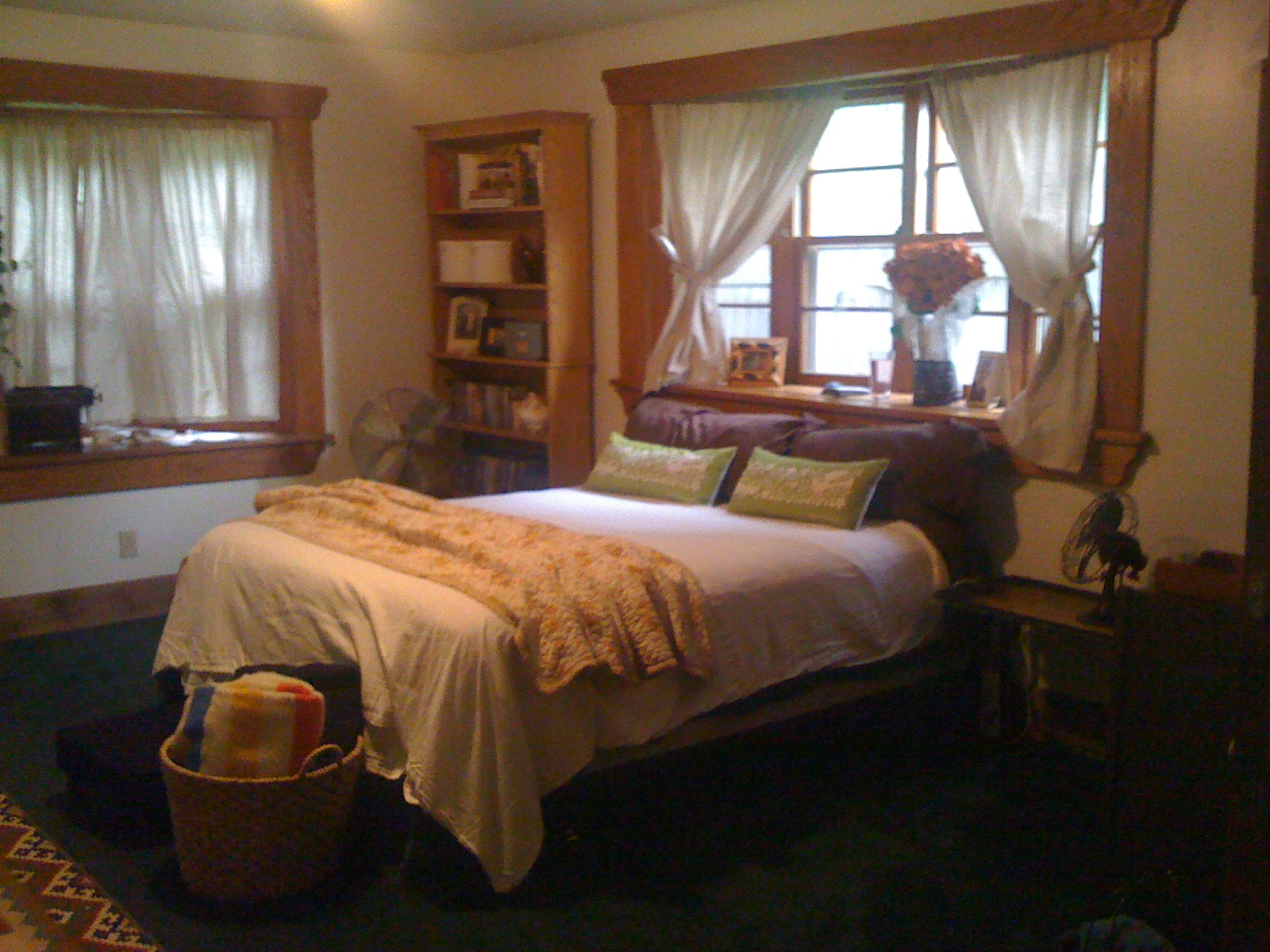 b4: master suite. 2 bay window walls.