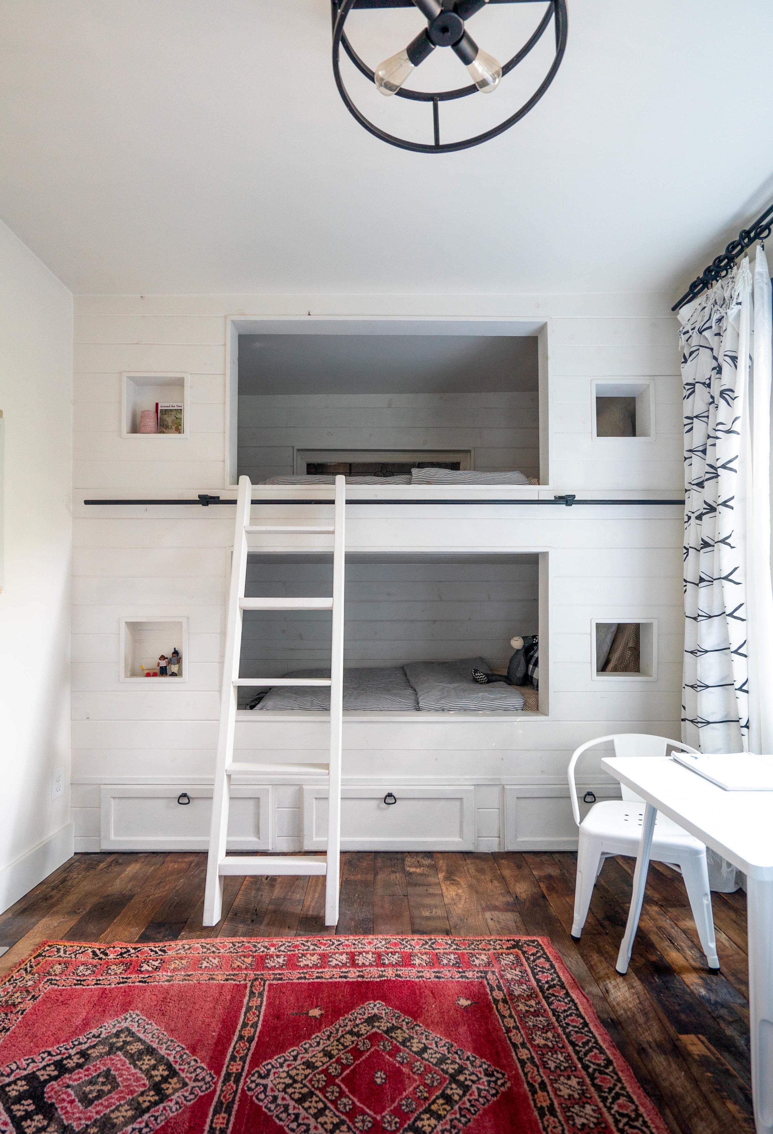 ollie bedroom vertical_1.jpg