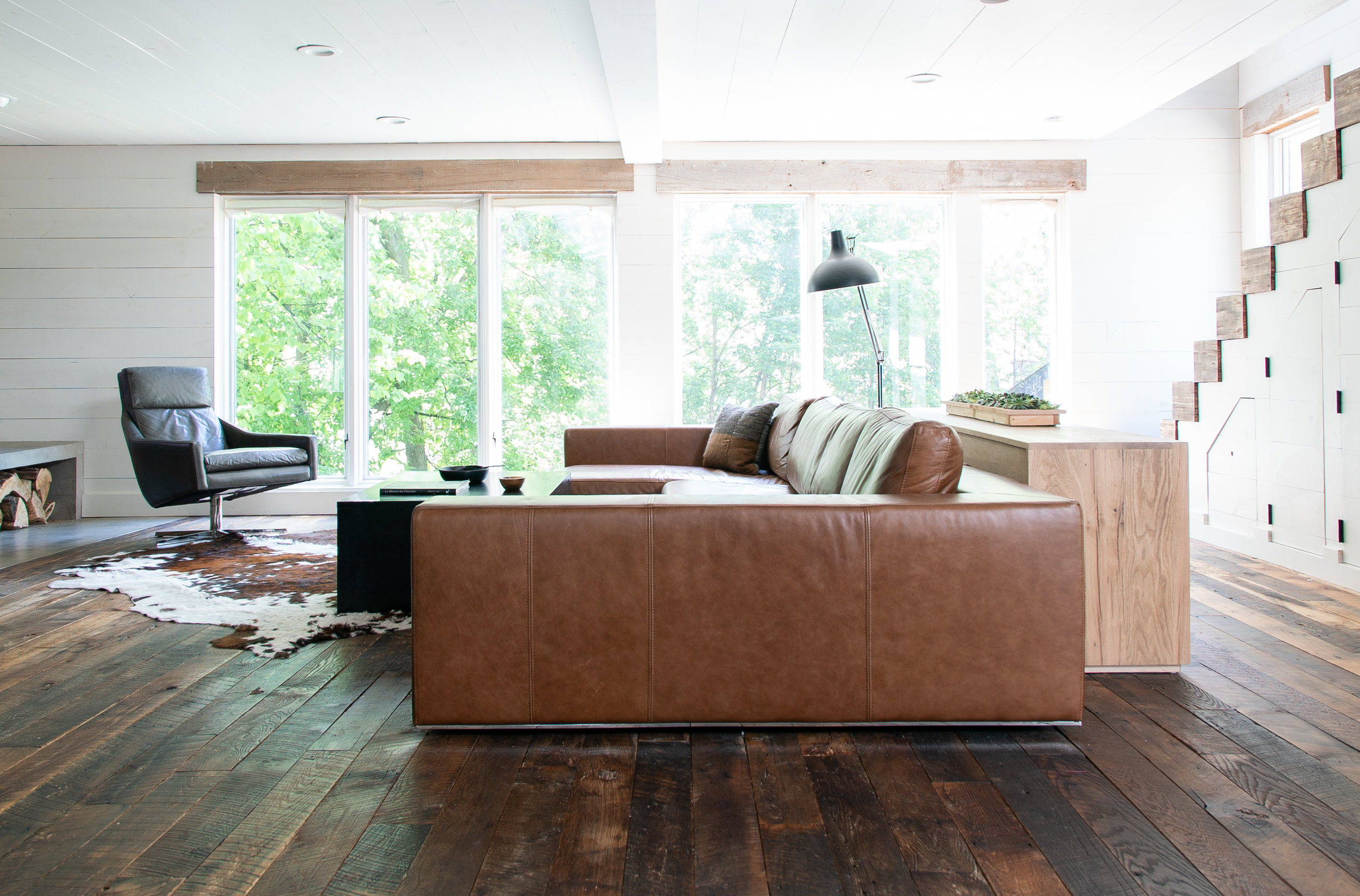 leathercouchlivingroomphoto