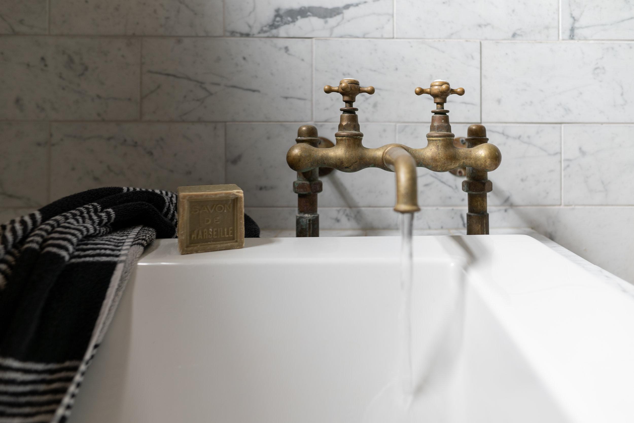 vintage tub filler water on-09982.jpg