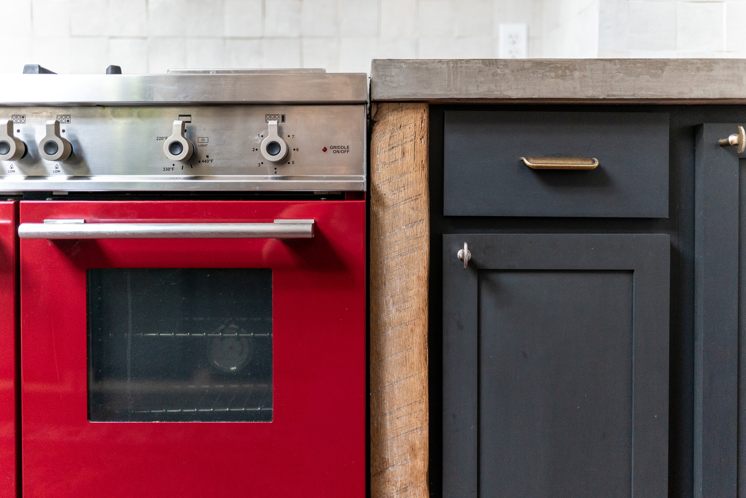 close up of stove and cabs in middle-00041.jpg