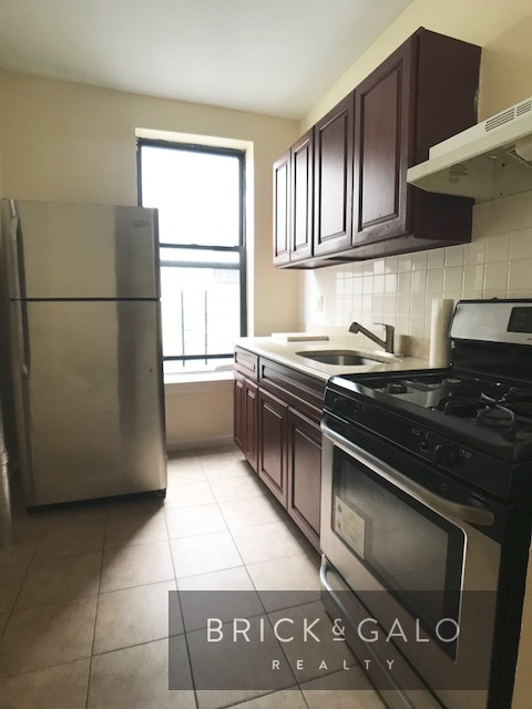 232 Cypress Ave 3 bed - 1 bath   Rent  $ 1,975  -