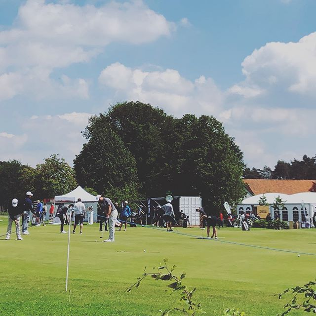 4 days @rinkven for the BKO tournament! 🌞 & 🍔 by us 🙌! #comesayhi #beefburger #pulledpork #pulledchicken #bkoburger #slowcooked #yummy #realdeal #golf #schilde