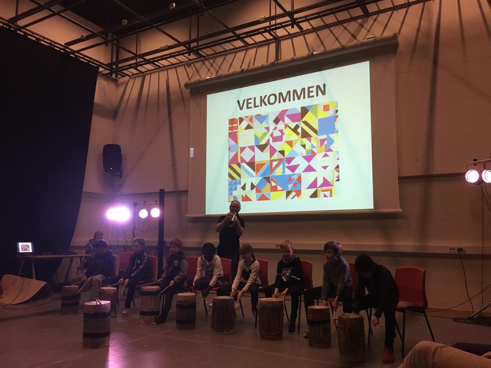 Trommegerilljaen på Lade skole ledet av flinkistrompetist Jan Magne Førde