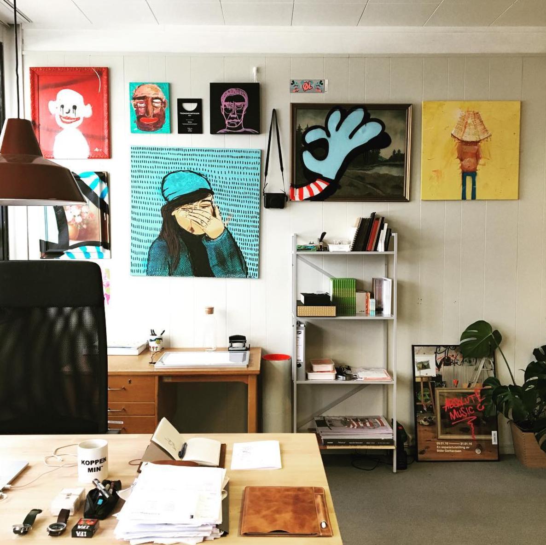 Deler av kontordelen av atelieret mitt. :