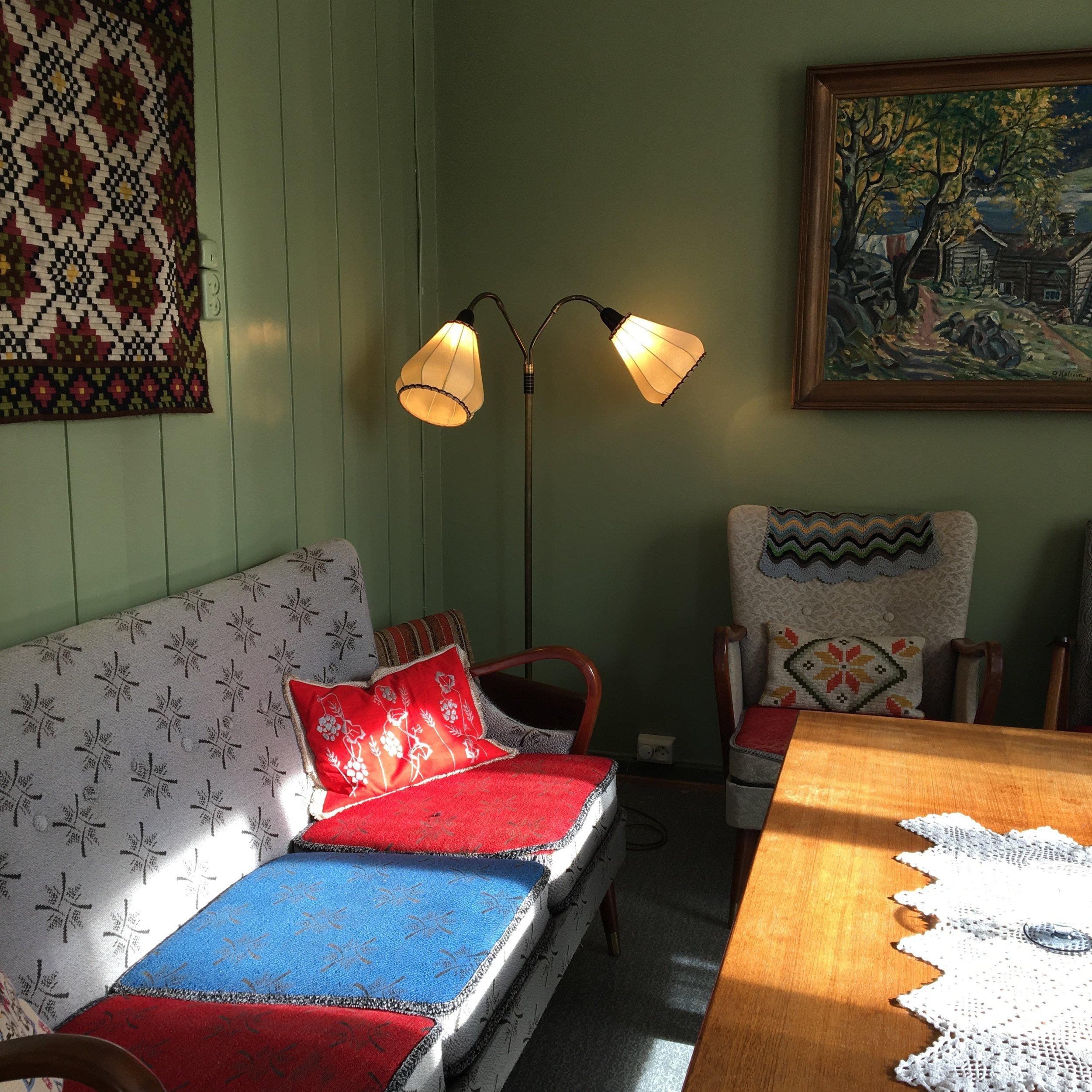 Sollys leker med interiør.