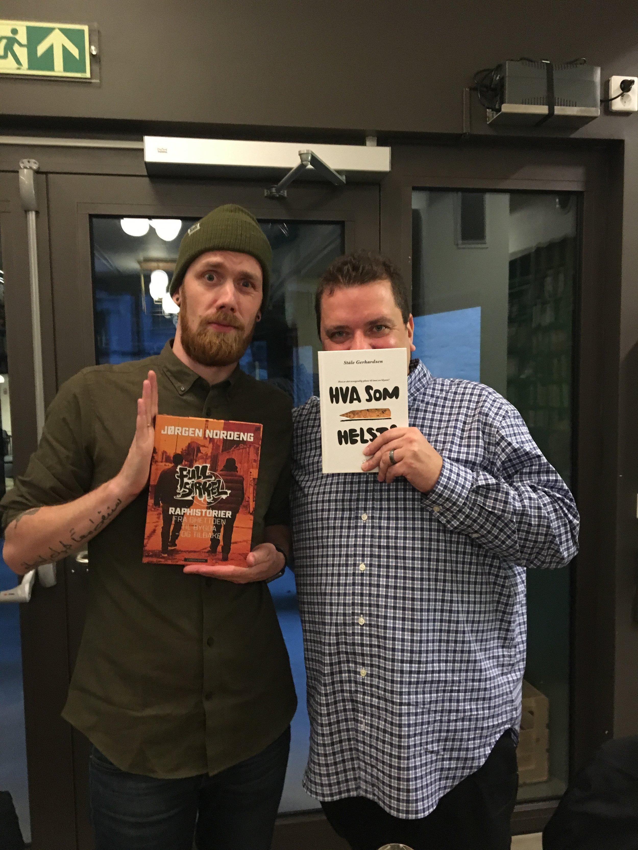Ståle og Joddski ut på litteratur en sen kveld i oktober.