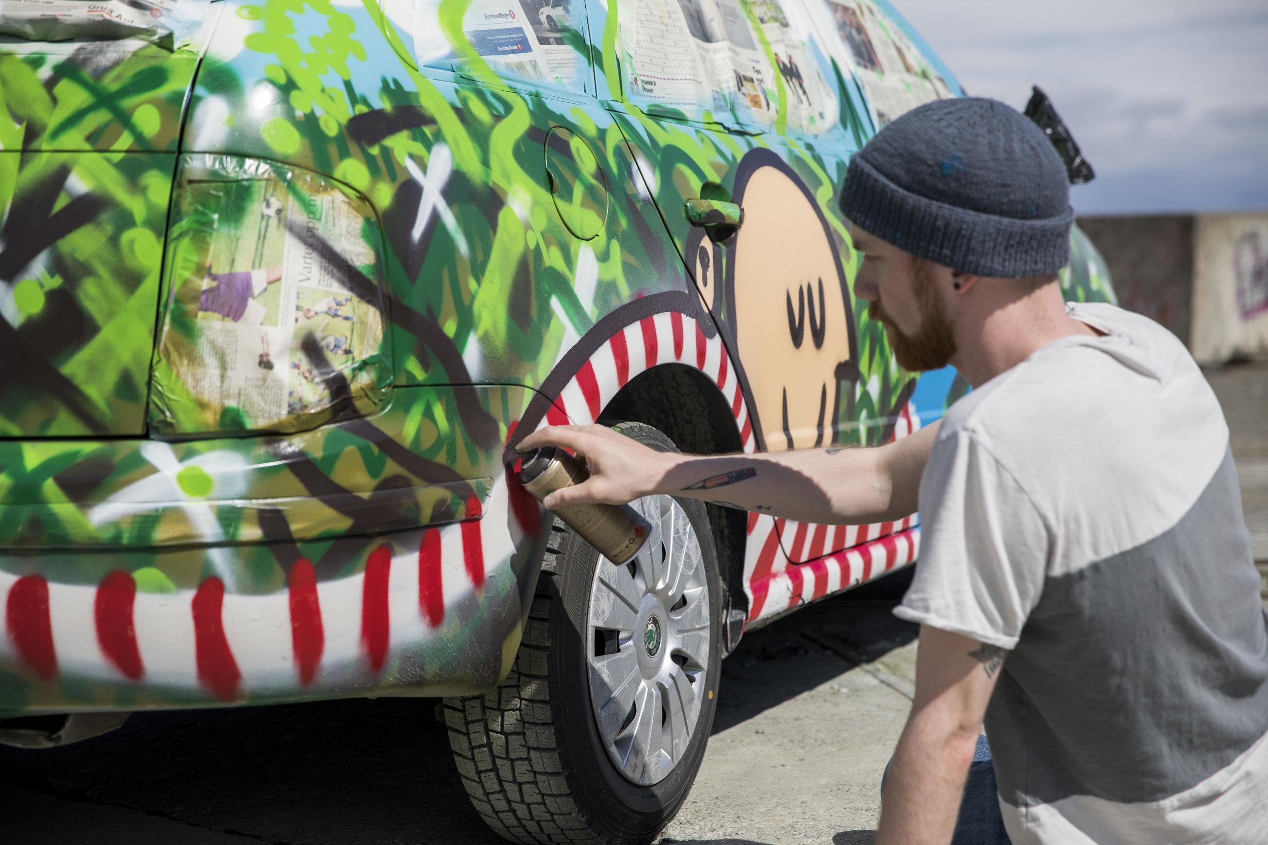 Å male rett på bil ga mersmak. (hint)