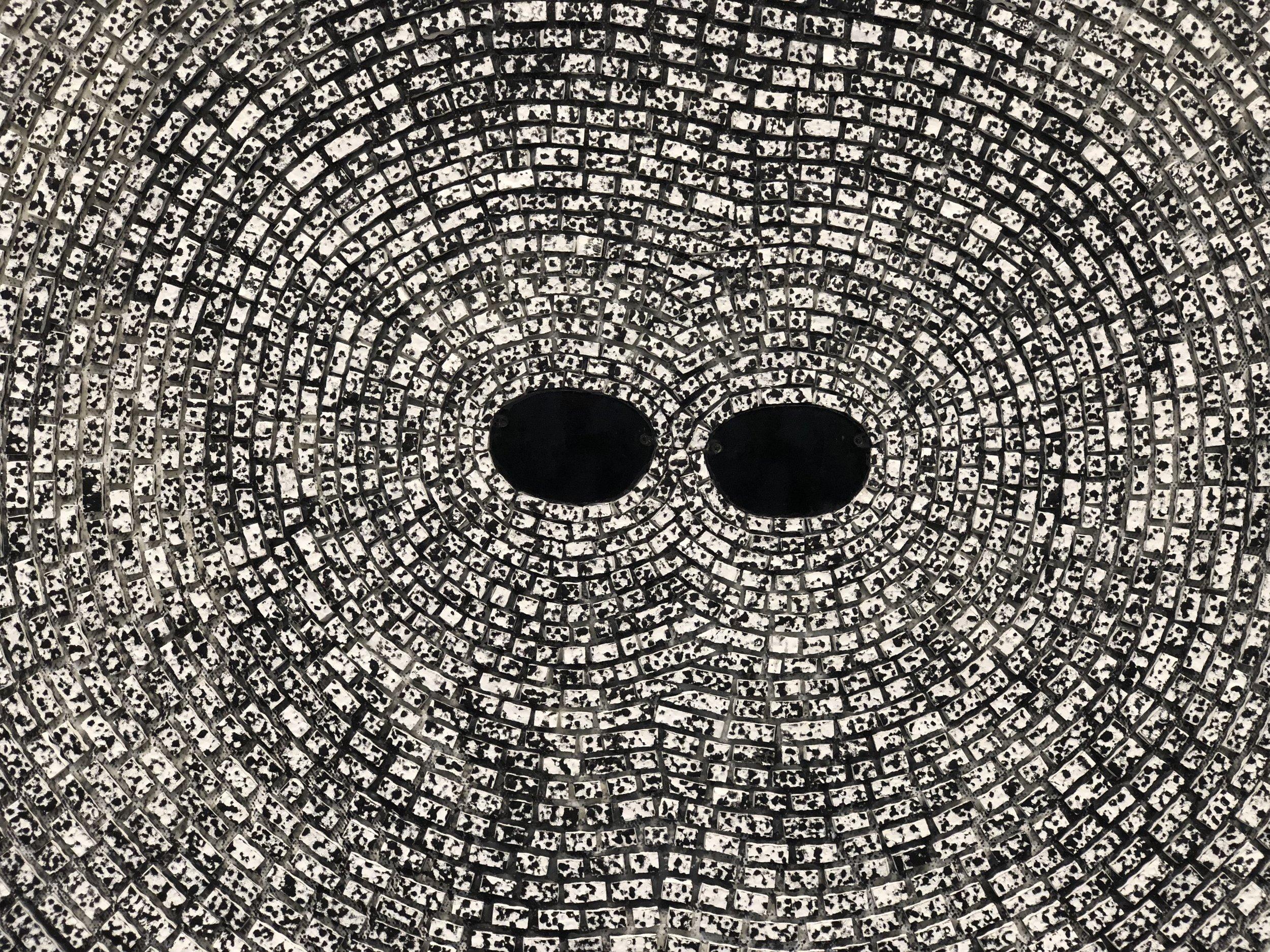 Mosaikk rundt solbriller.