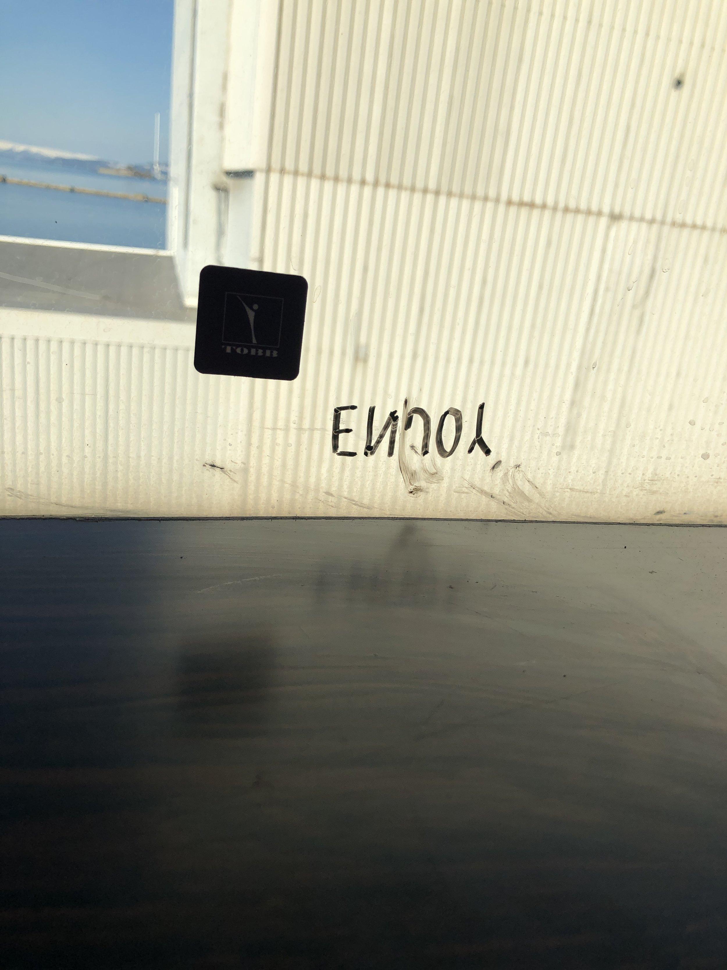 Typografitest på vinduet i atelieret.