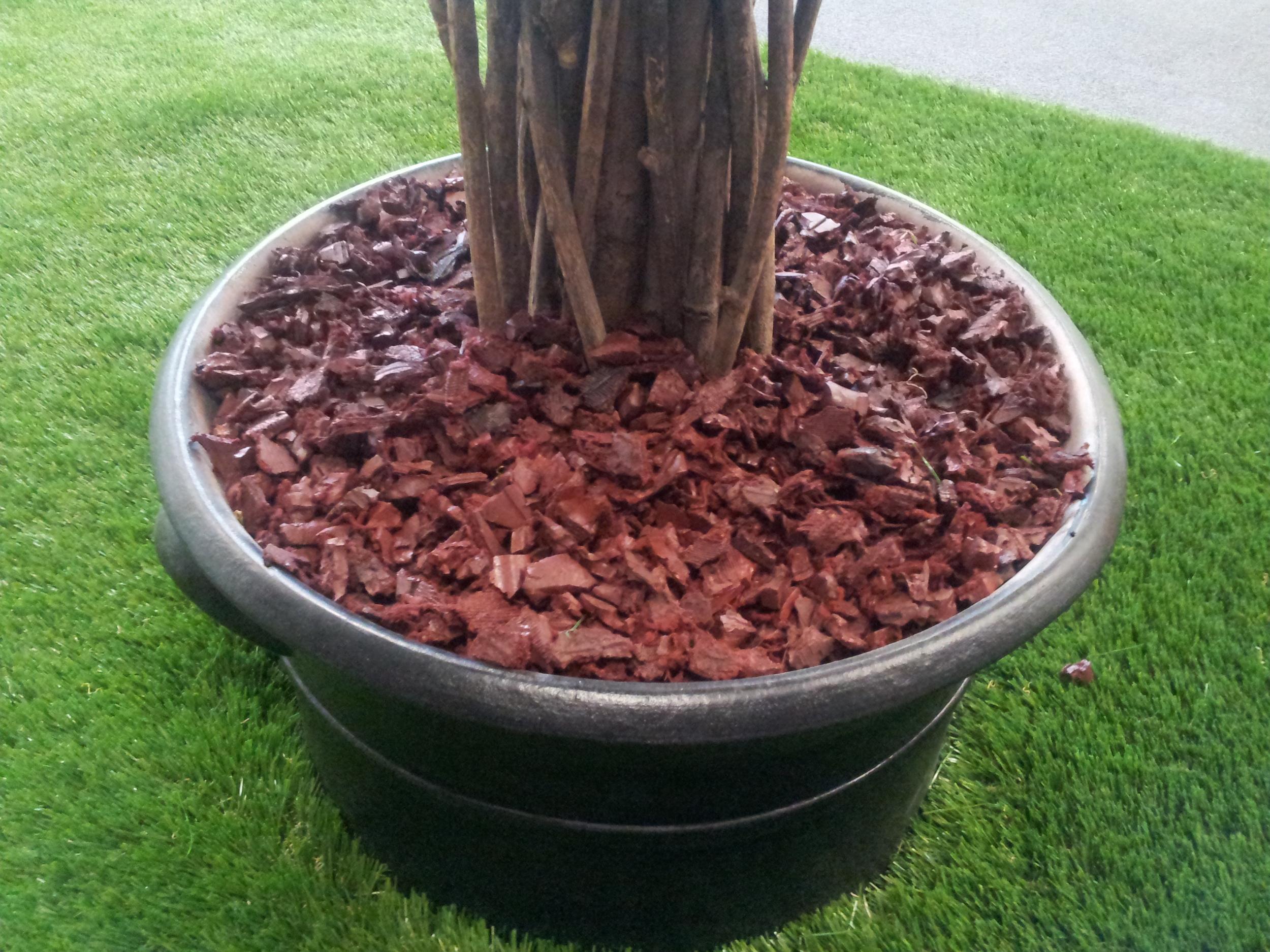 Redwood-Rubber-Mulch-1.jpg