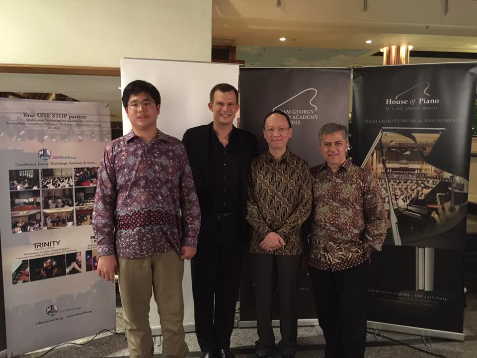From left to right:  Academy participant, Jonathan Kuo and the 3 faculty members, Adam Gyorgy, Benjamin Loh and Iswargia Sudarno