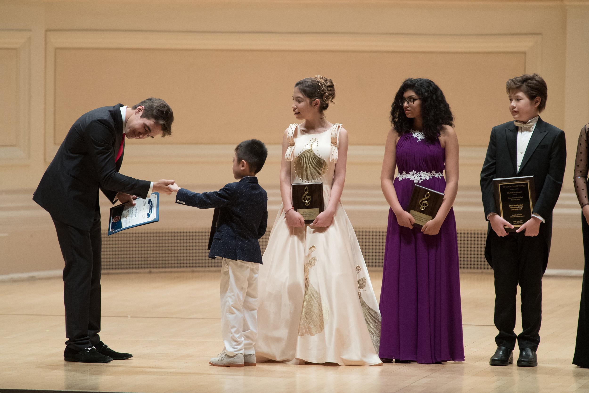 Junwei receiving his award