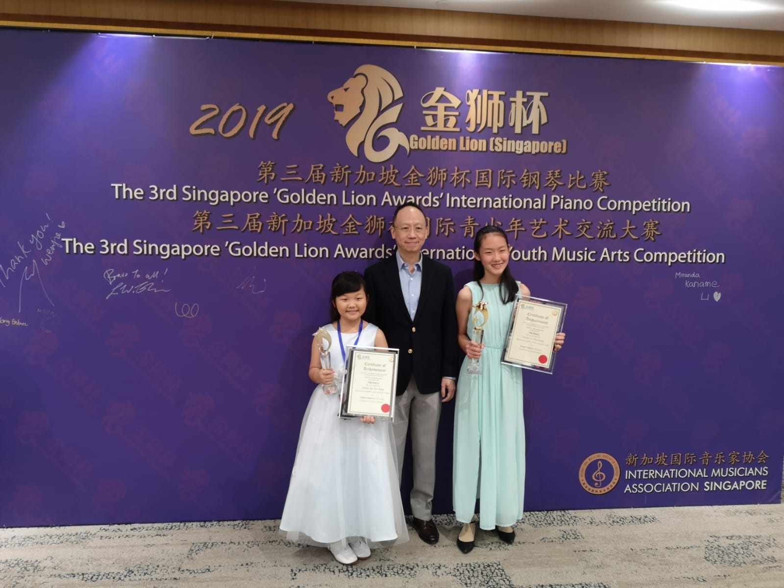 From left:  Yu Jun Qing (Silver Prize, children Category B), Benjamin Loh, Vivian Li (Gold Prize, Teenager Category)