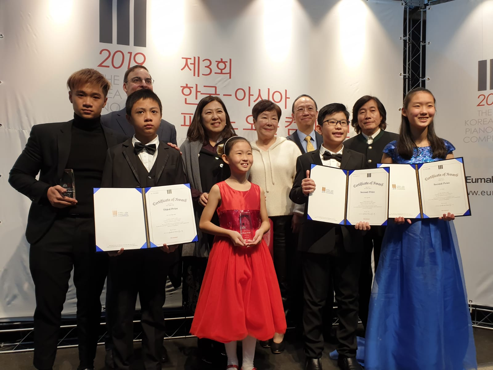 Prize winning students and jury members