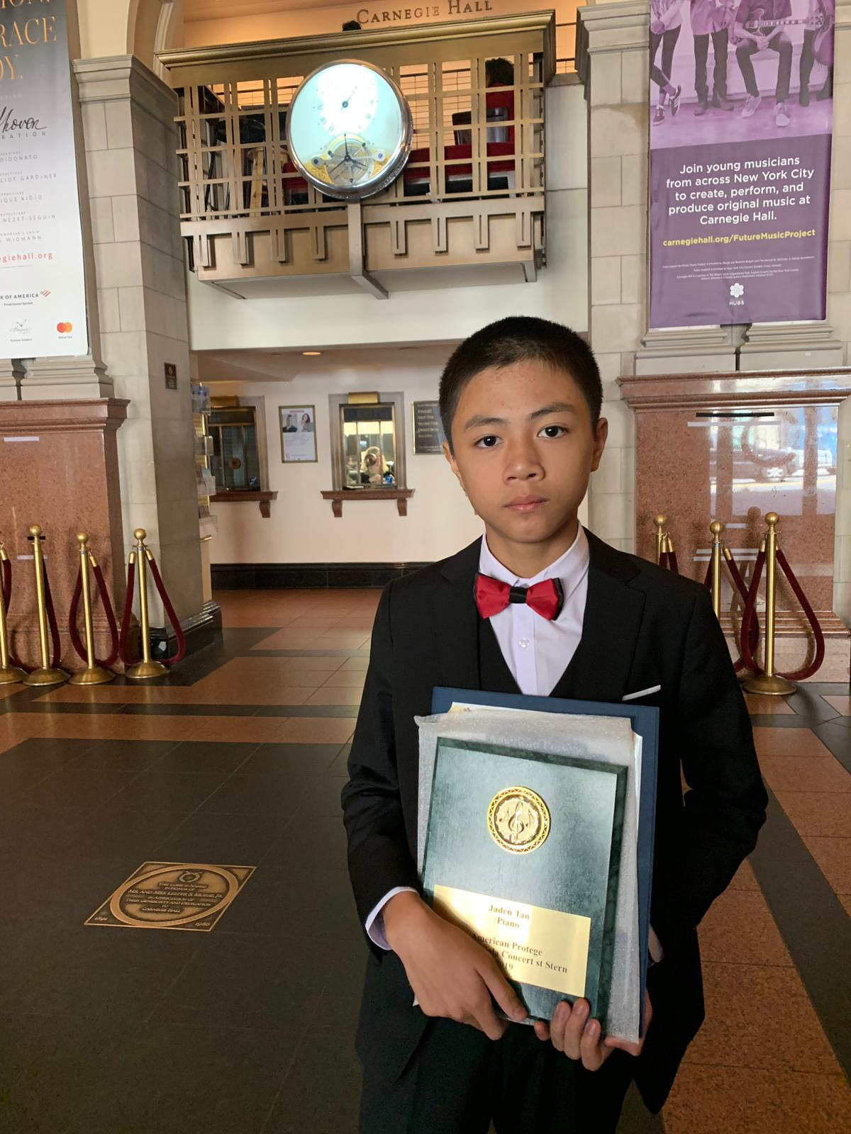 Jaden Tan with his award