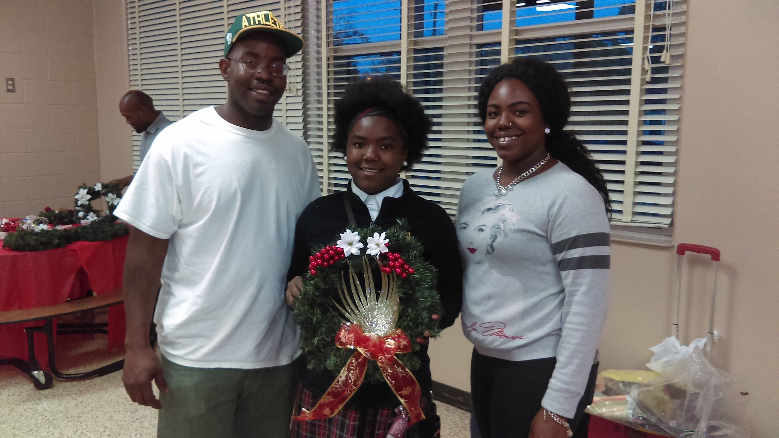 2016: Family Holiday Decorating Event at Eugene Butler Middle Boys & Girls Club