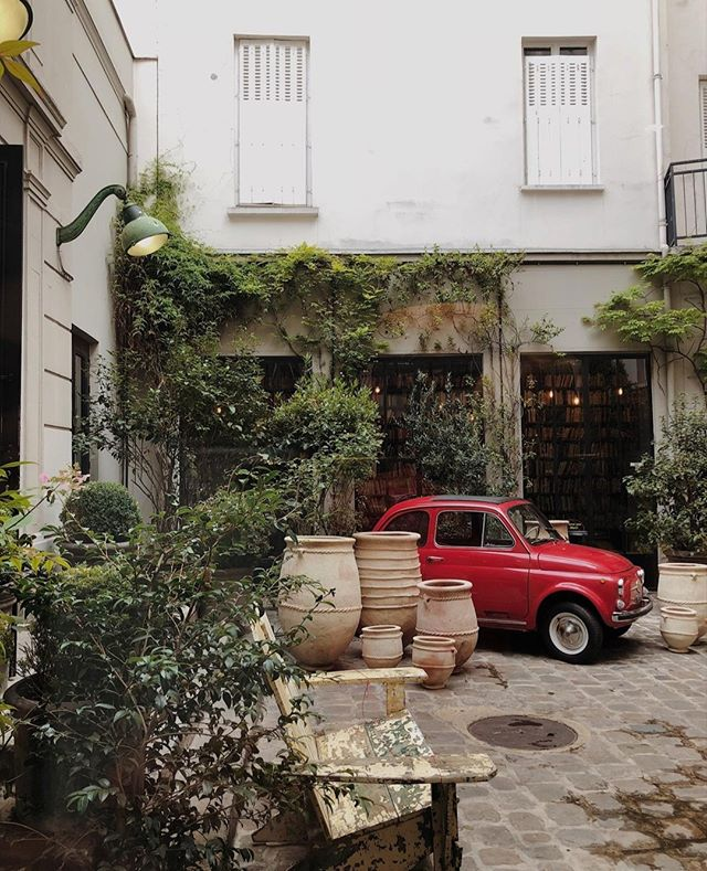 MERCI: Located in the heart of Le Marais in Paris, @merciparis is a concept shop/general store housed in an old wallpaper factory. From clothing to stationary to home decor (plus a restaurant), the unique space is definitely worth dedicating some time to ✨