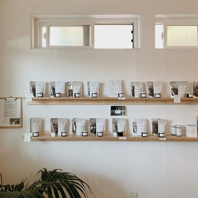 PARU TEA BAR: New in Point Loma, @paruteabar is serving up unique teas in a beautiful, minimalist space. Stop by for a tea tasting or a refreshing iced tea latte. Don't miss the Milk Oolong or the beautiful Blue Chamomile. 🍵