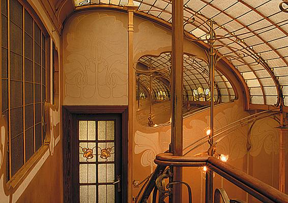 The organic Art Nouveau lines and shapes of Hotel Tassel in Brussels are decorative elements inspired by nature. This is a classic example of Biomorphic Forms & Patterns.
