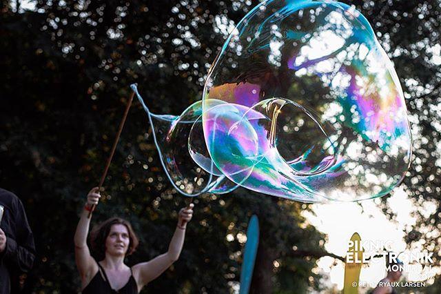 #piknicelectronik #parcjeandrapeau #livemusic #festivals #montreal #mtl #electronicmusic #downtempo #goodvides #goodmusic #neon #canon #2018 #summer #summervibes #feels #sunshine #happyplace