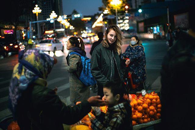 Tell me about Russia . . Yantai, China 🇨🇳 . . . . #china #yantai #asia #sunset #sky #colours #fuji #xt3 #fujifilm #fujifilmxt3 #russia #russiangirl #fairskin #neon #nightlife #street #streetlight #nightlight #35mm #bokeh #candid #blonde #blondehair @7artisansofficial #7artisans 35mm f1.2