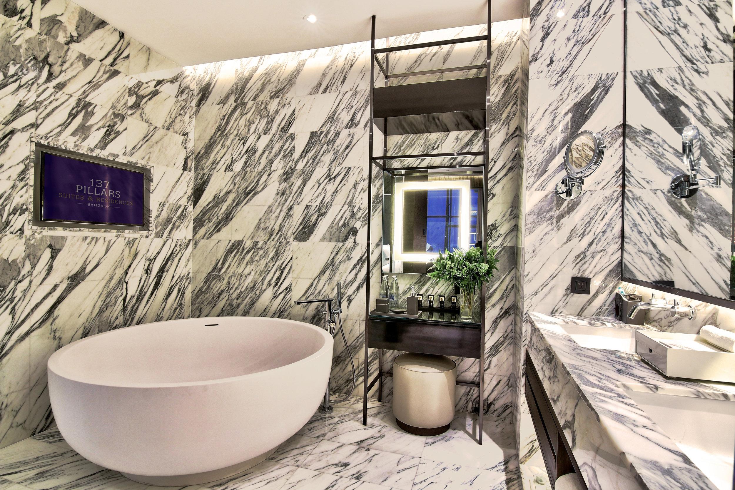 01 Ayutthaya Suite  Bathroom with 137 Pillars TV.jpg