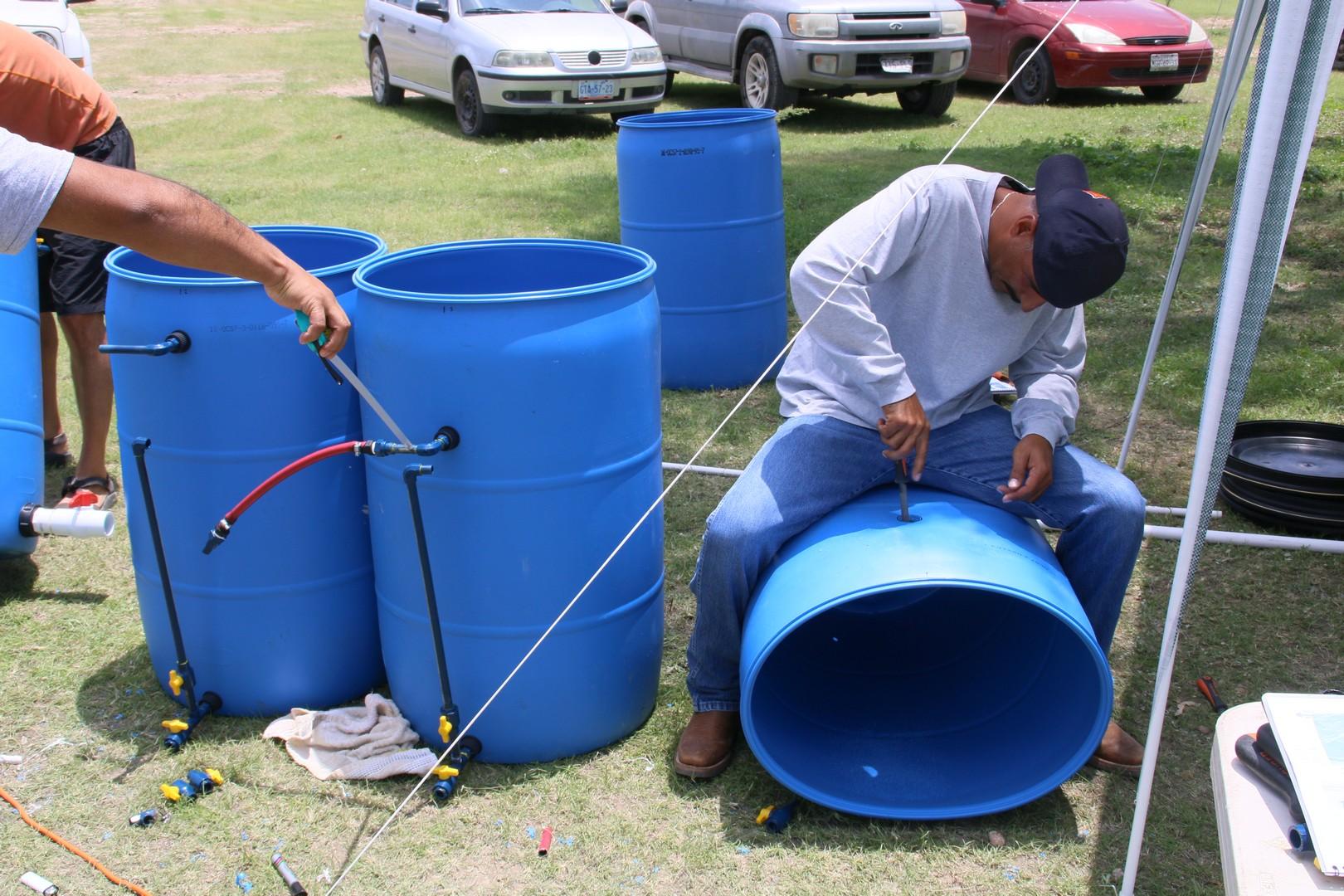 (4) Instalar las conexiones de la plomería