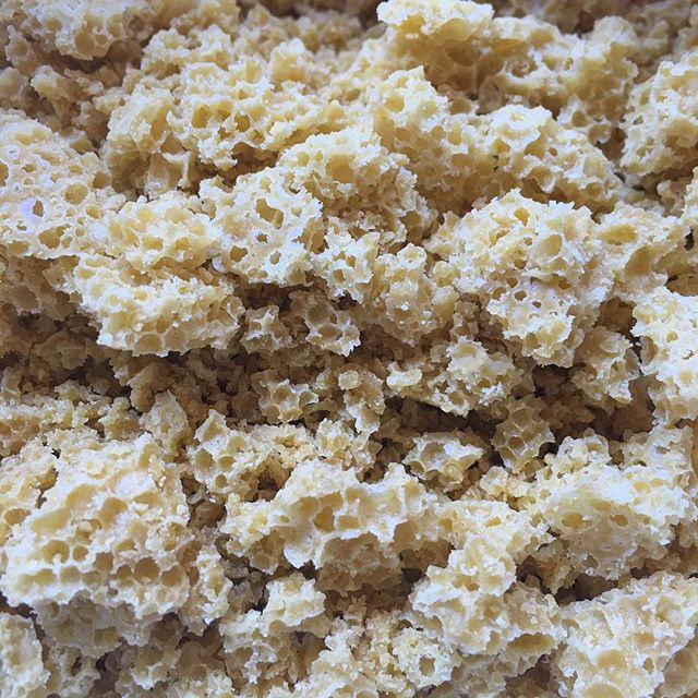 A delicious batch of our Empress OG about to get packed up for the patients 👑😊👑#smellovisionneeded #dabs #dablife #dabstagram #dabberday #cannabis #cannabiscommunity #crumble #dabberday #wax #purenpotent #thc #terps #terpcity #thissmells #womengrow #makingmedicine #madewithlove #alwaysmadewithlove