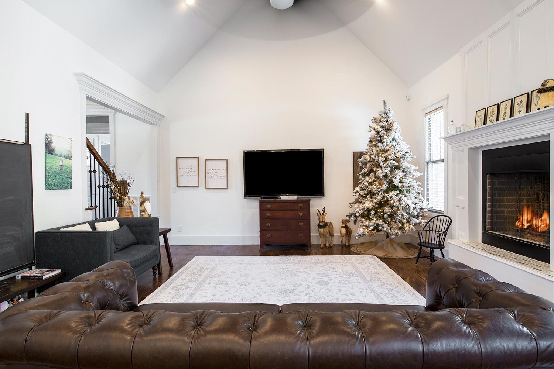 Mtn Pt Living Room-1.jpg