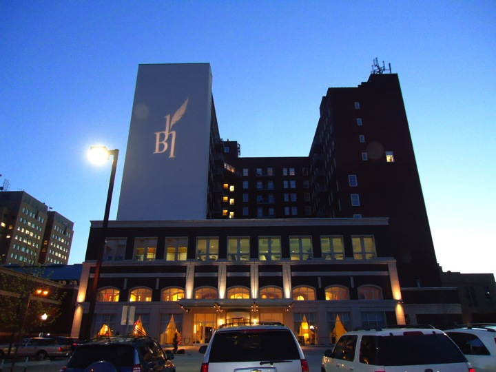hotelblackhawk.jpg