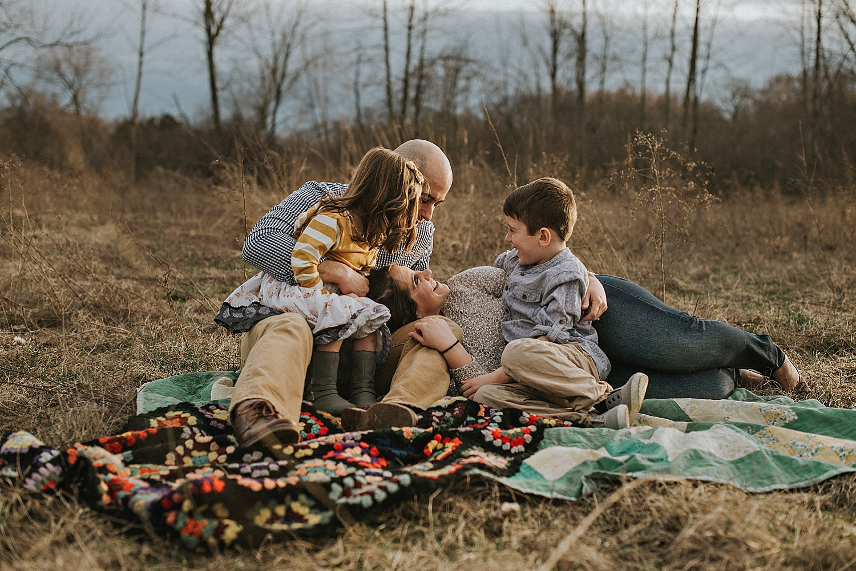 cleveland-ohio-akron-canton-family-photographer-sitting-pose-natural-lifestyle-fields