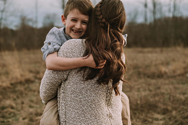akron-ohio-canton-cleveland-family-photography-lauren-grayson-mother-son-posing