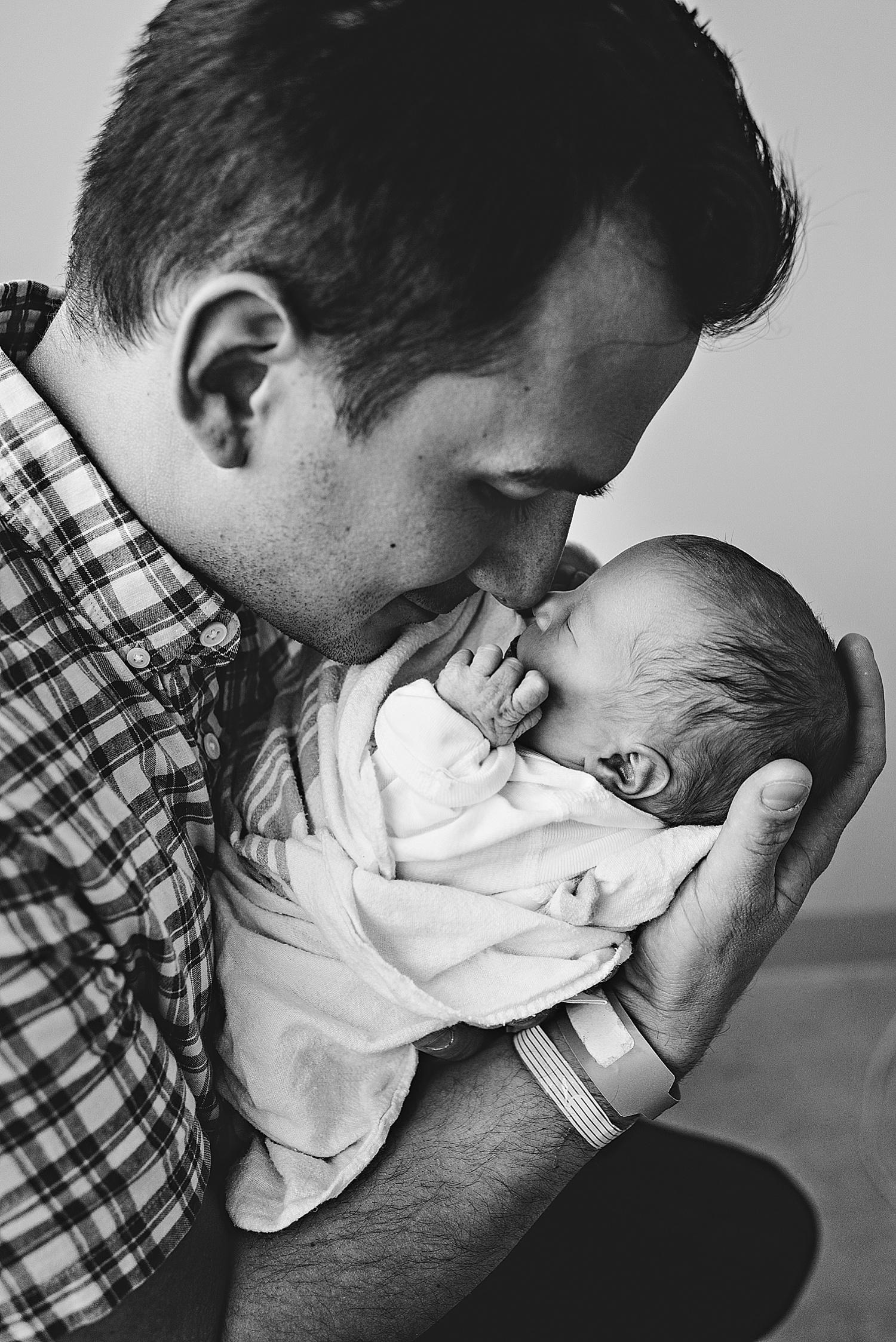akron-ohio-cleveland-lauren-grayson-photography-newborn-baby-birth-fresh-48