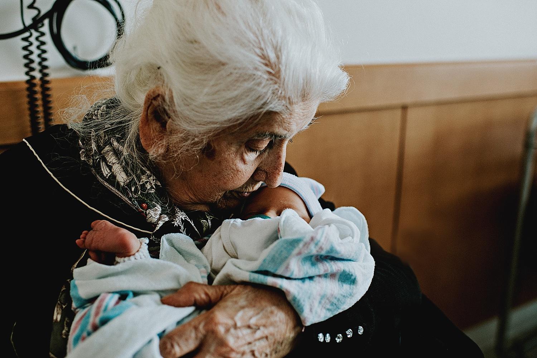cleveland-ohio-family-grandma-baby-newborn-fresh-48-birth-photographer-lauren-grayson