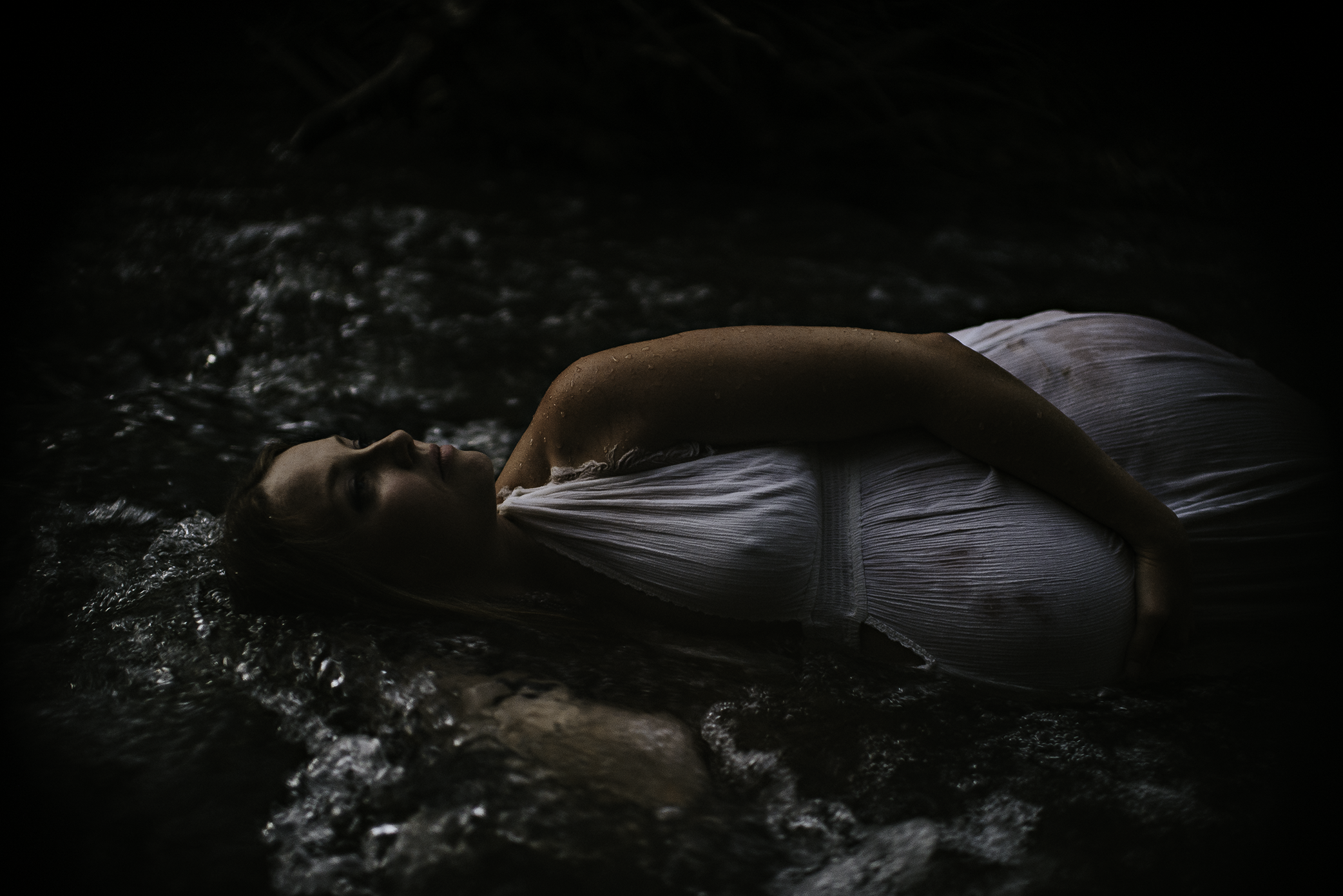 water-maternity-river-creek-akron-cleveland-ohio-photographer-lauren-grayson-photography