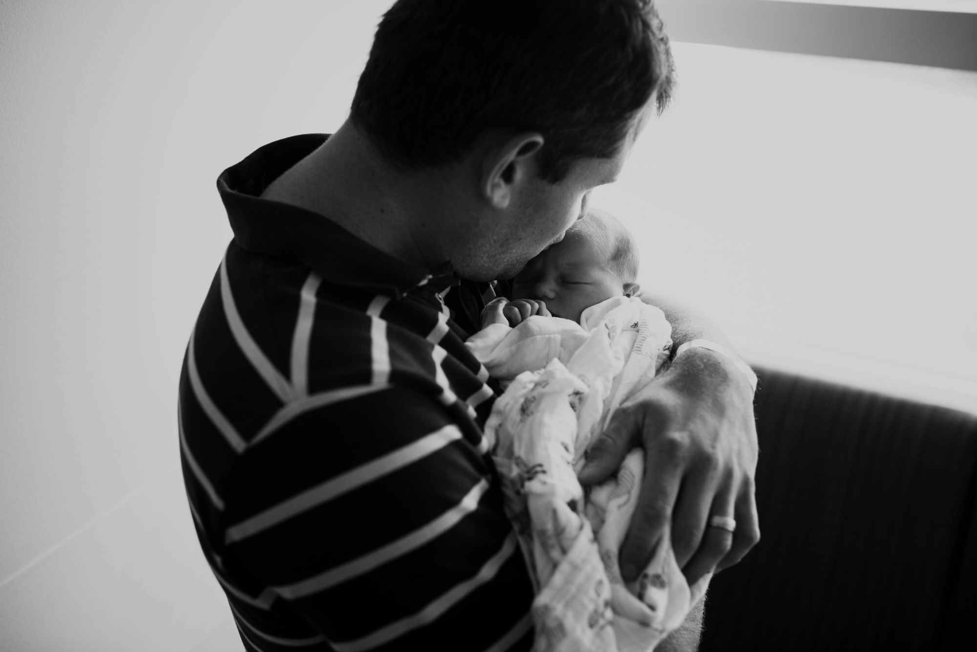 fresh-48-newborn-baby-hospital-photographer-lauren-grayson-akron-cleveland-ohio-emma_0050.jpg