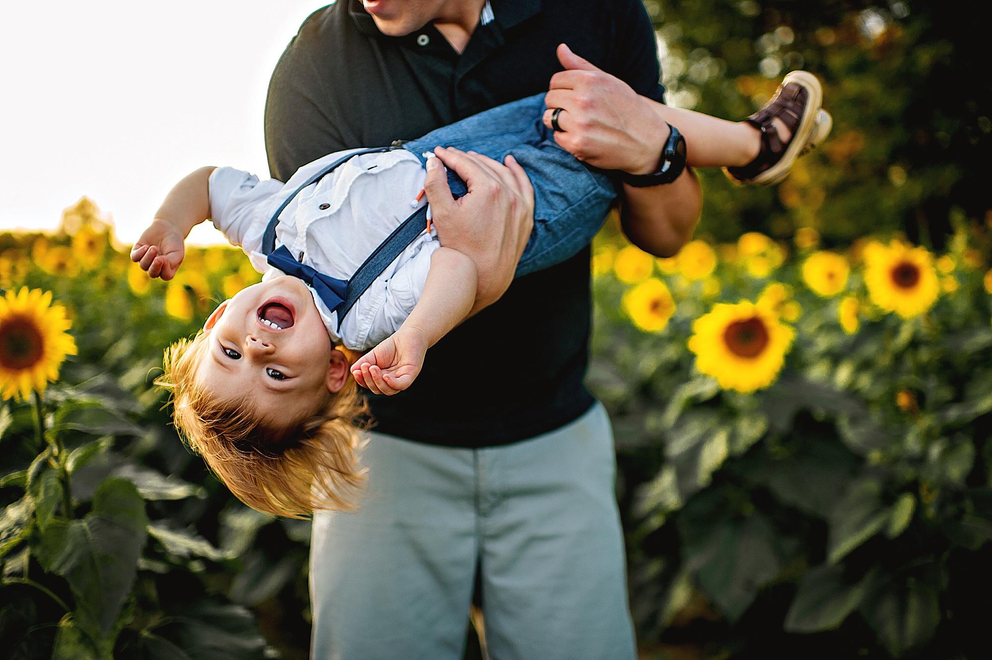 Schreiner-family-lauren-grayson-cleveland-photographer-sunflower-field-session_0010.jpg