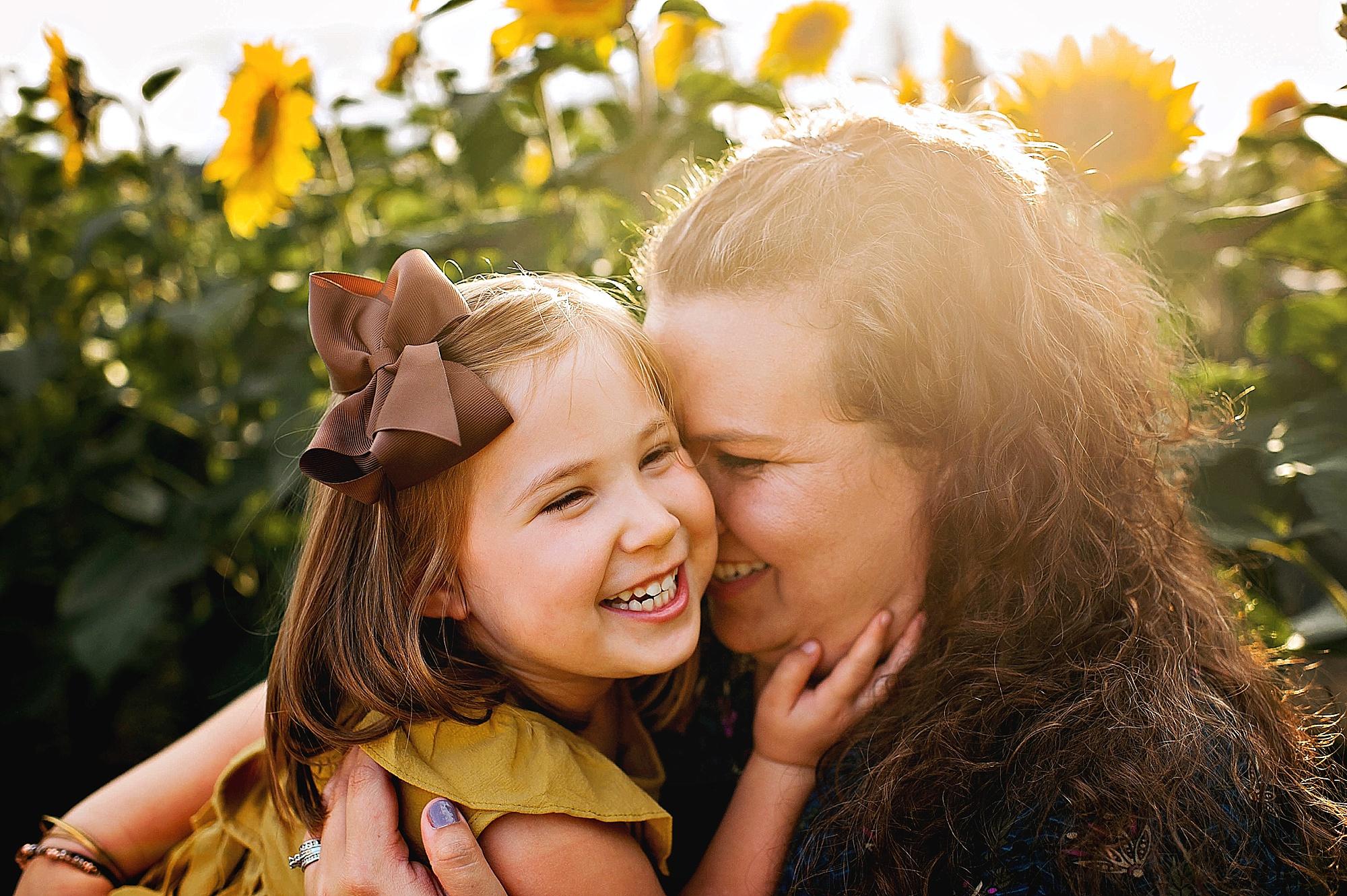 Rutherford-family-cleveland-photographer-lauren-grayson-sunflower-field-session_0013.jpg
