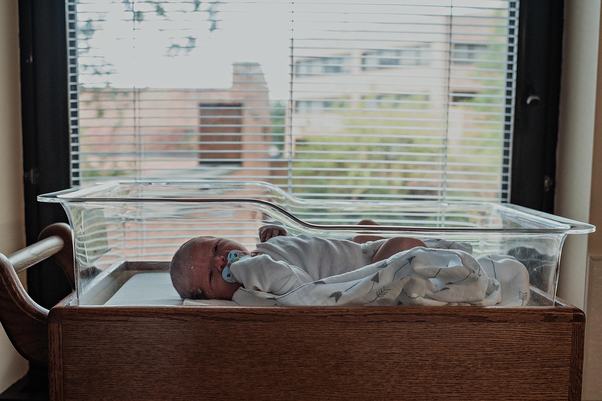 Dudones-family-cleveland-photographer-lauren-grayson-fresh-48-session_0035.jpg