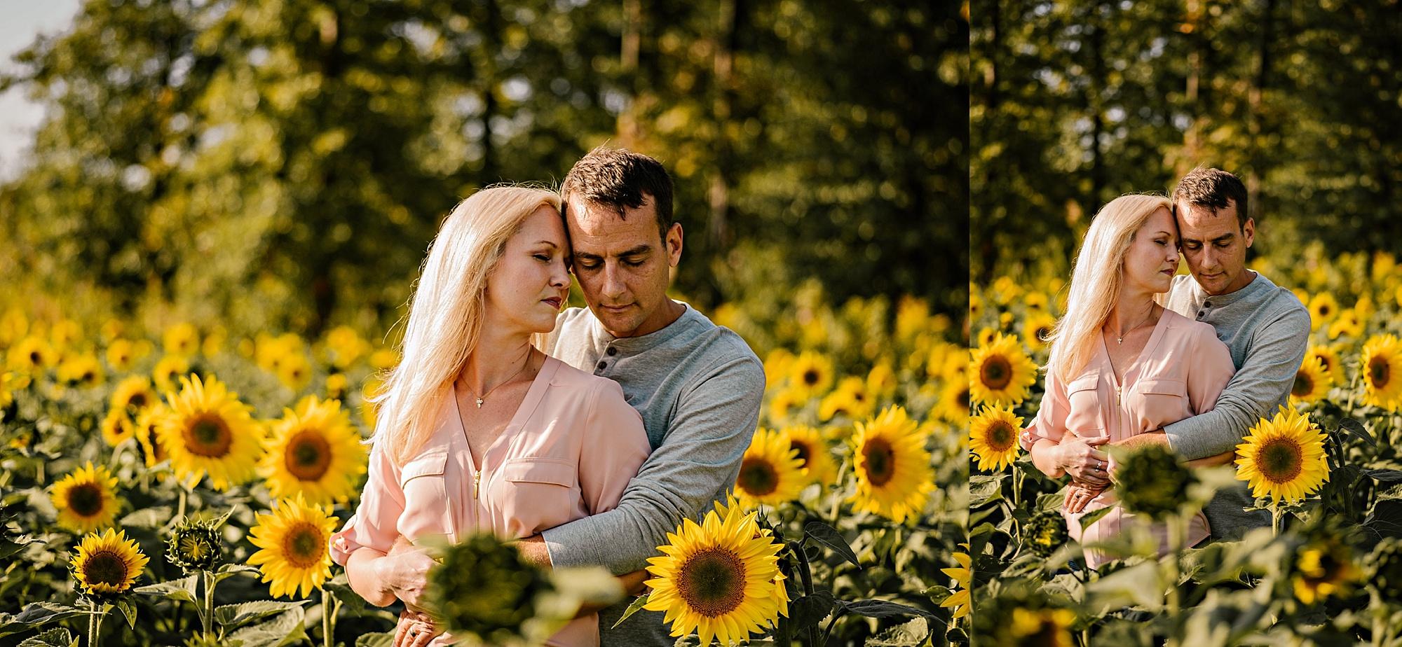 Lori-and-mike-akron-ohio-photographer-lauren-grayson-sunflower-field-session_0005.jpg
