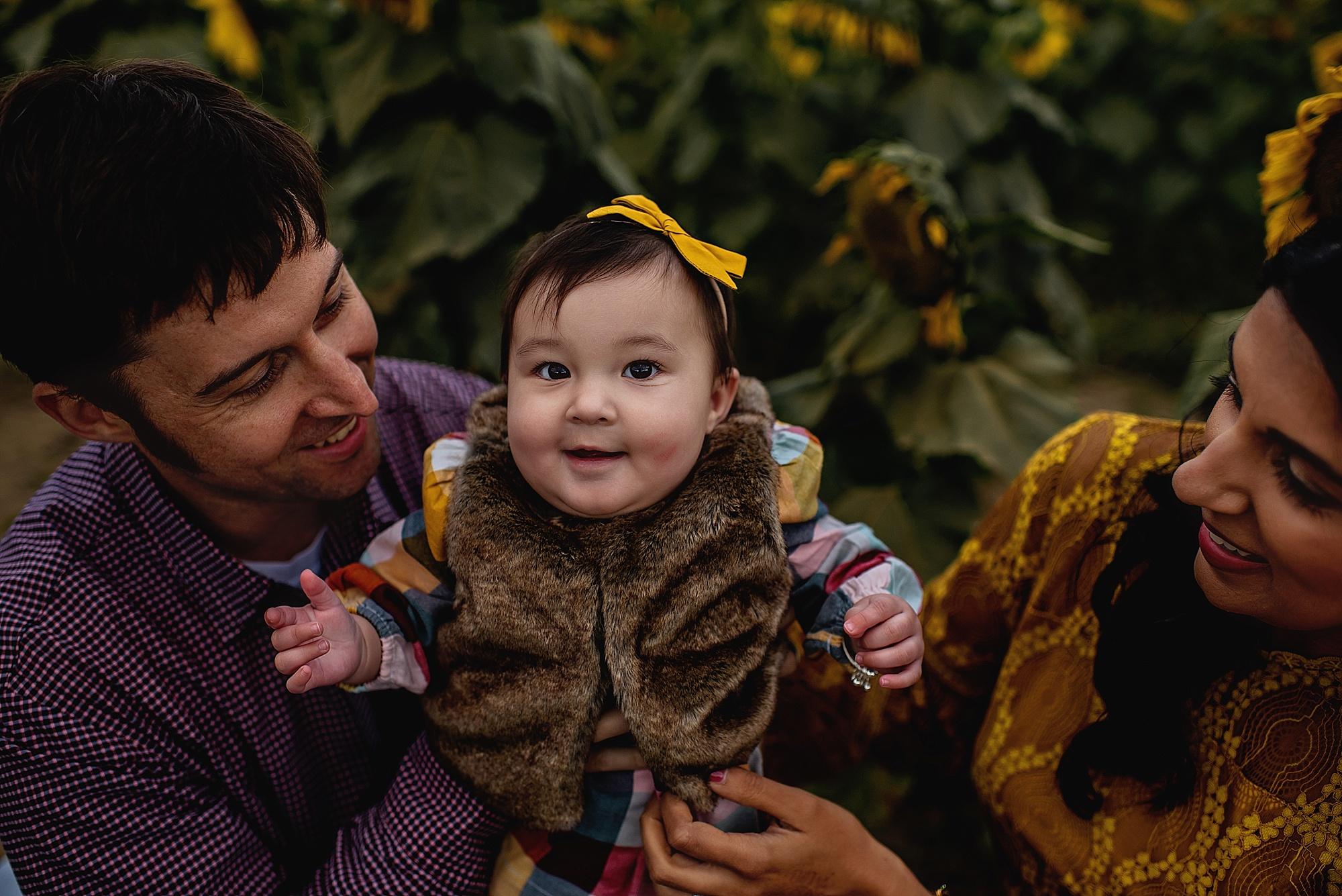 Turner-family-akron-ohio-photographer-lauren-grayson-sunflower-field-session_0005.jpg