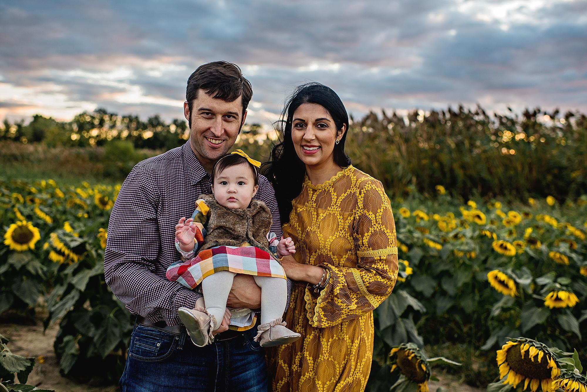 Turner-family-akron-ohio-photographer-lauren-grayson-sunflower-field-session_0014.jpg