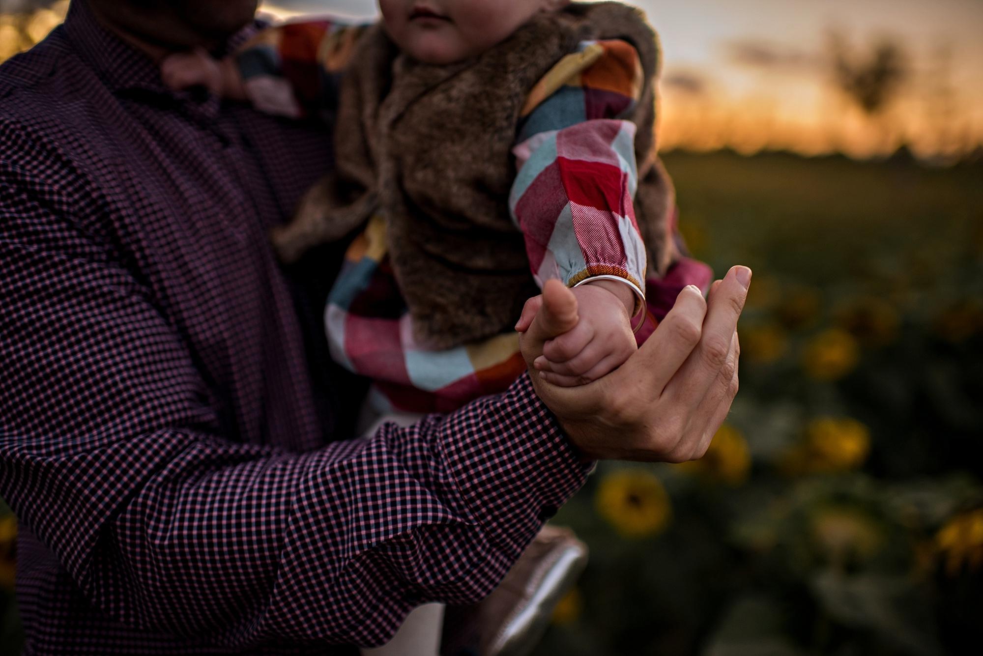 Turner-family-akron-ohio-photographer-lauren-grayson-sunflower-field-session_0026.jpg