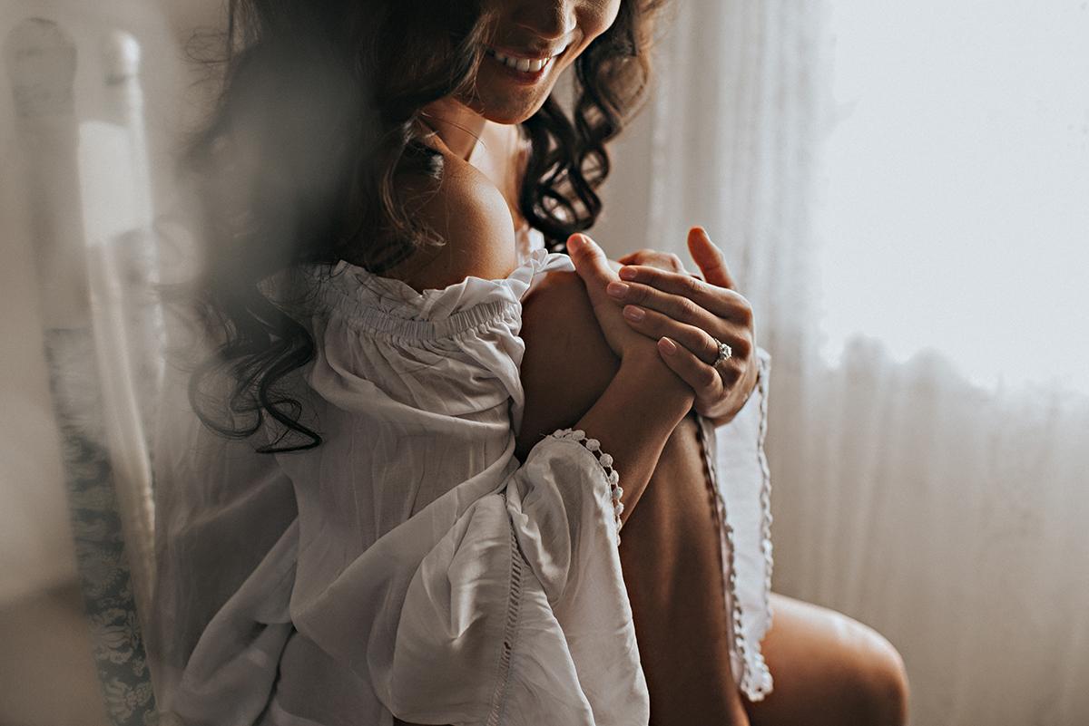 cleveland ohio boudoir photographer lauren grayson