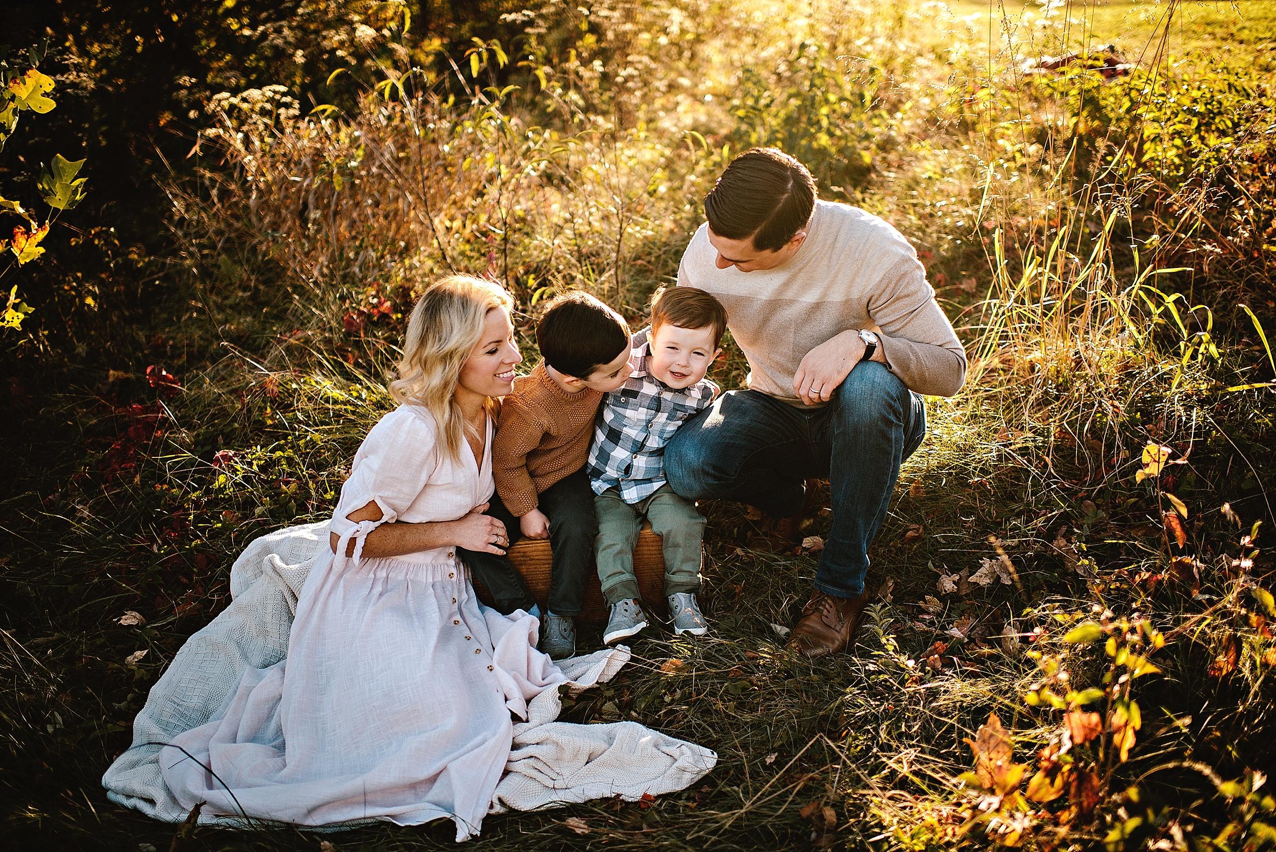 lauren-grayson-photography-portrait-artist-akron-cleveland-ohio-photographer-family-session-fields-sunset-fall_0173.jpg